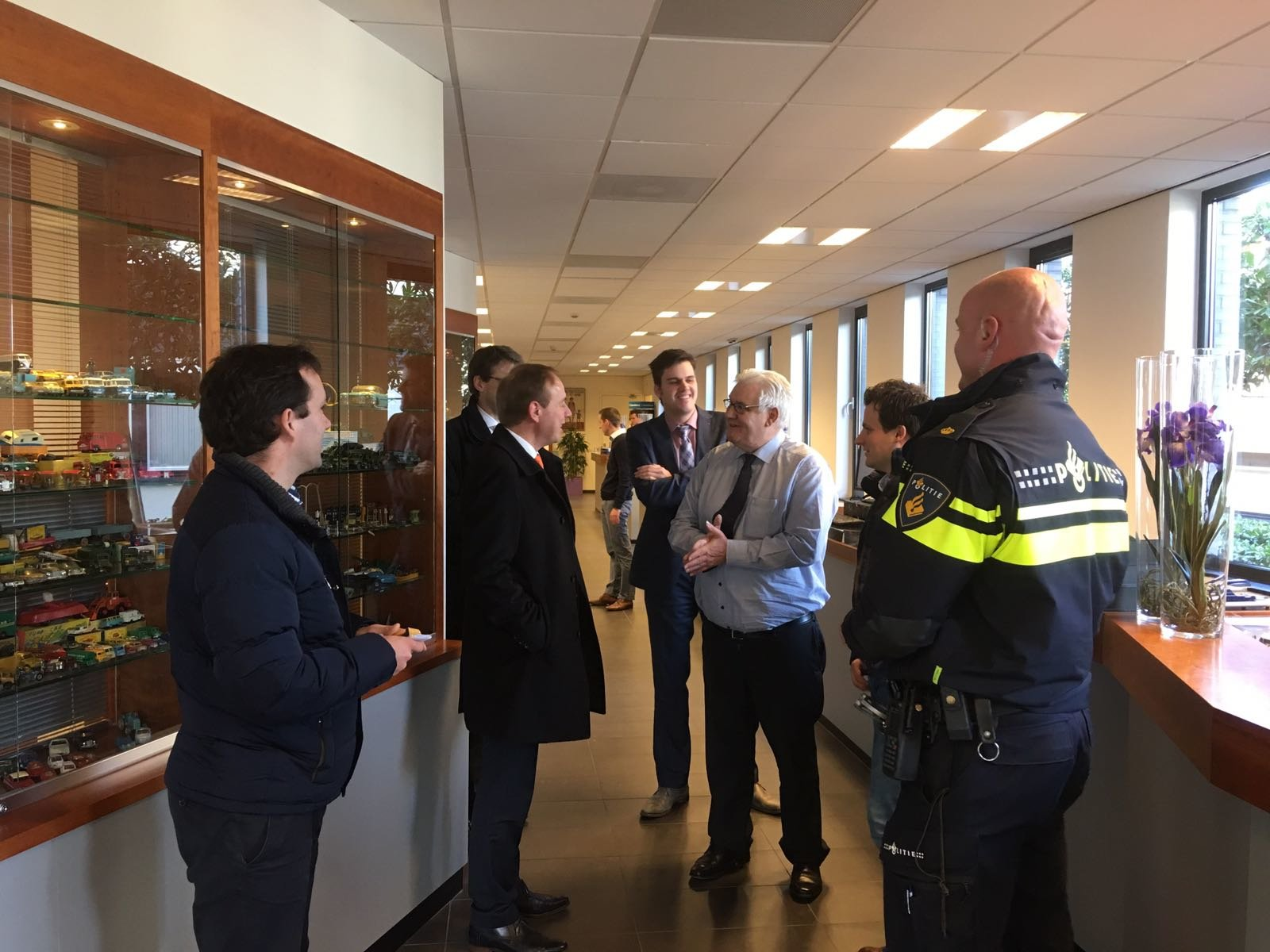 Tweede Kamerlid Van der Staaij bezoekt Goudwisselkantoor