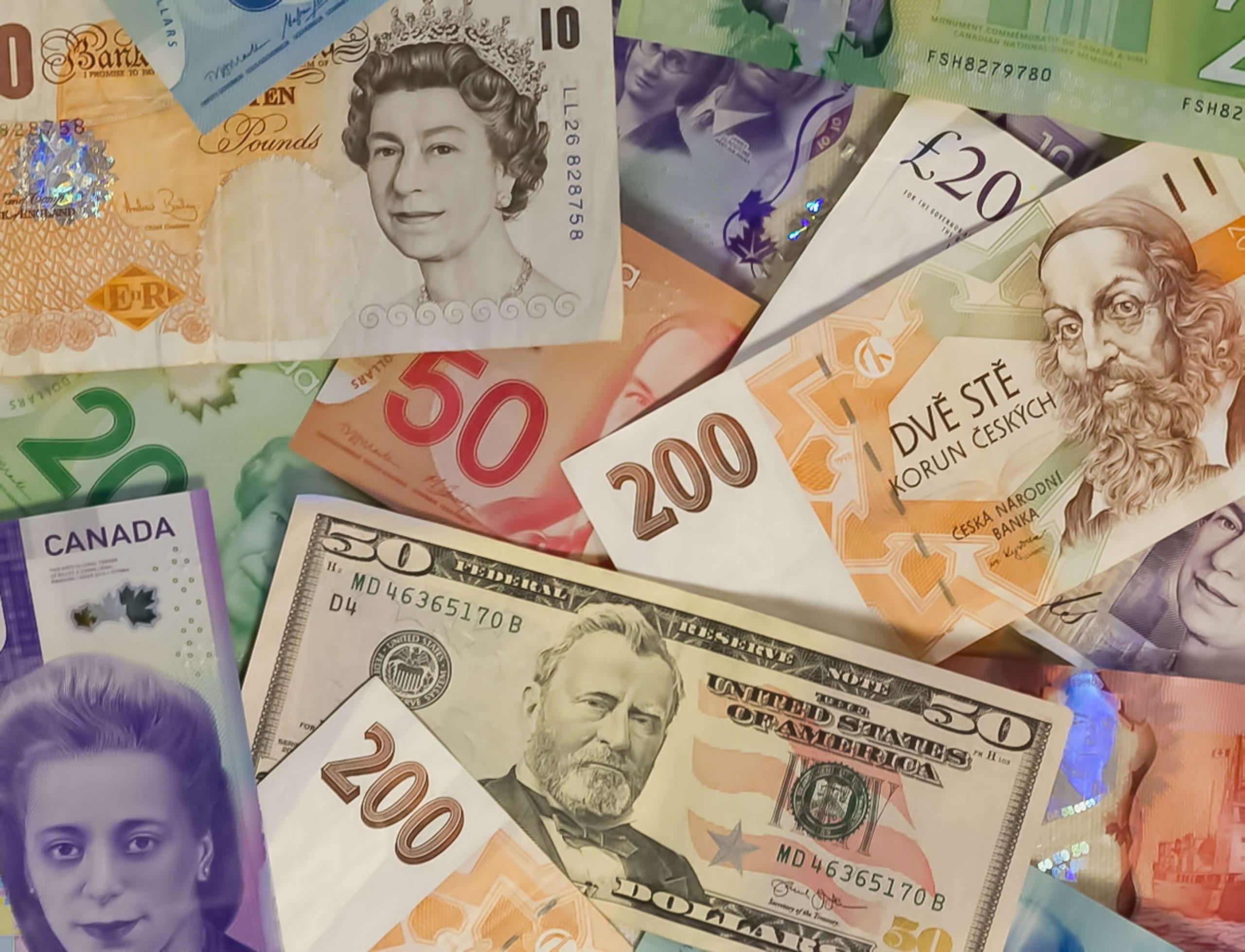 Bijna helft Nederlanders heeft zo'n 160 euro aan vreemde valuta